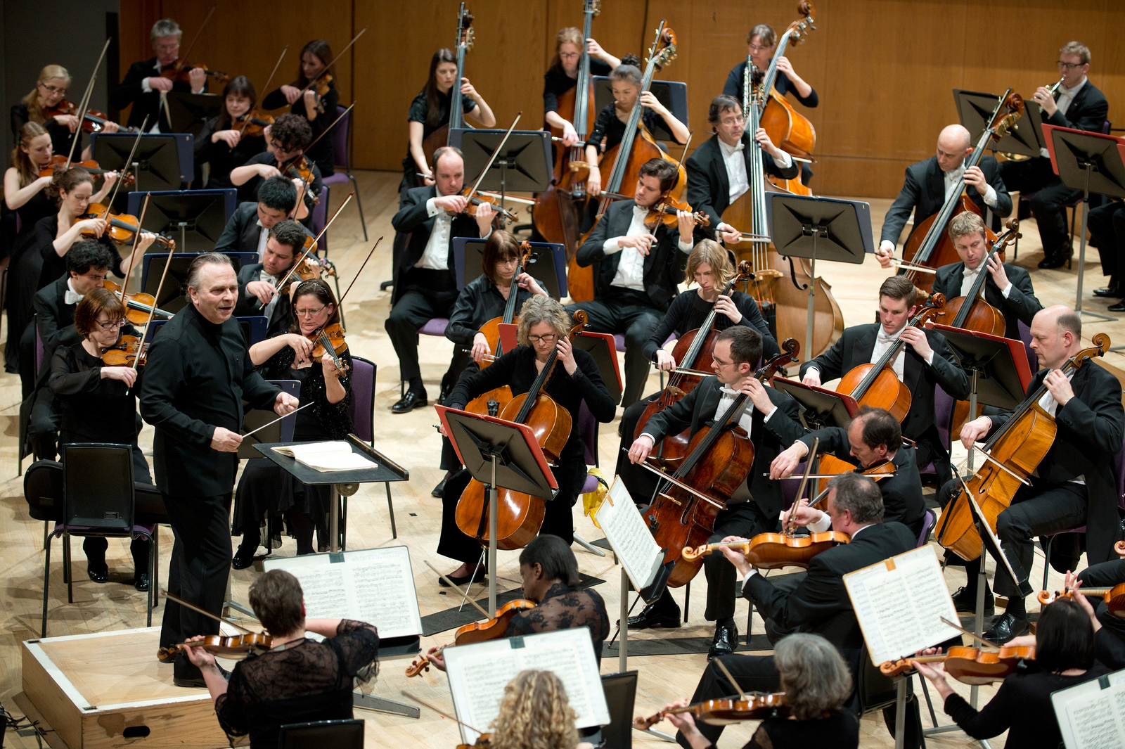 Sir_Mark_and_the_Halle_performing_credit_Russell_Hart_.jpg