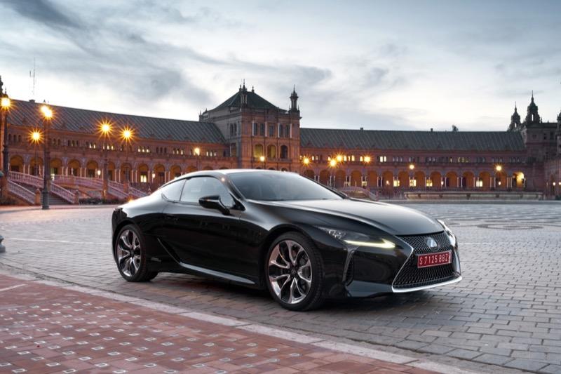 Lexus_LC500h_(23).jpg