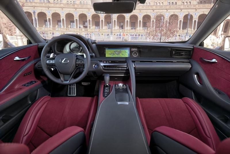 Lexus_LC500h_(14).jpg
