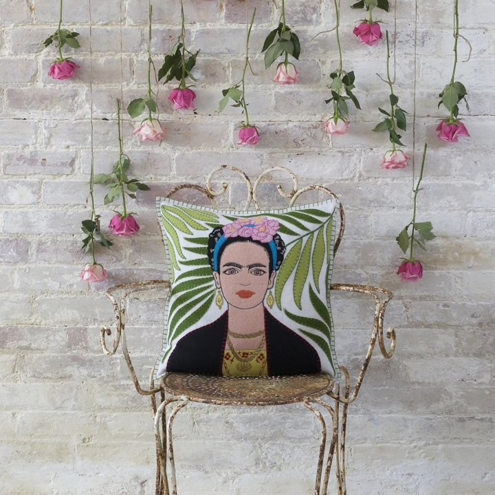 JR905C_Frida.Kahlo.lsroses__81788.1523628024.jpg