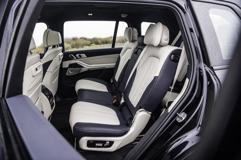 BMW_X7_M50d_(3).jpg
