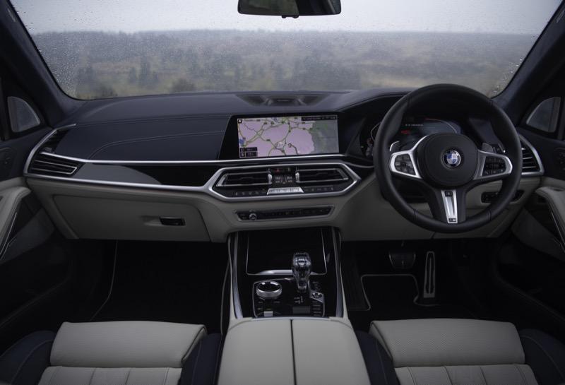BMW_X7_M50d_(11).jpg