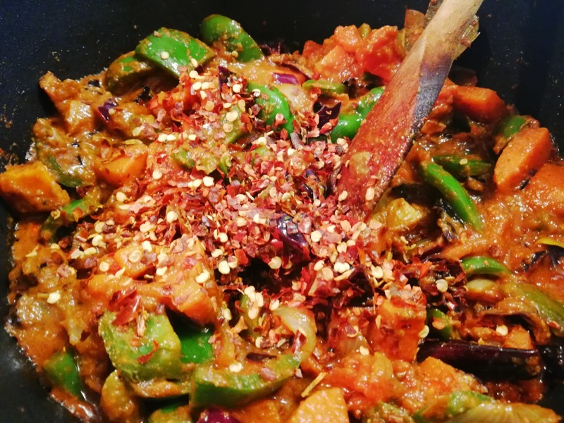 Chilli Flakes in a hot Mangsho and Green Pepper Curry (Lamb and green pepper curry slow cooking).jpg
