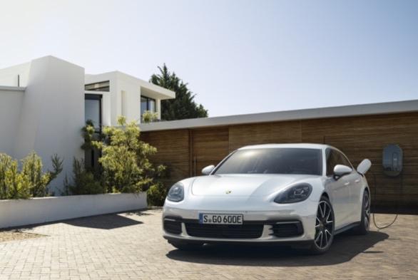 Porsche_Panamera_Sport_Turismo_-_Porsche_(3).jpg