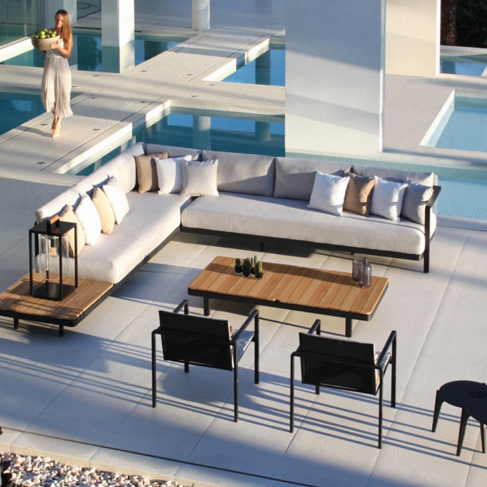 Solanas daybed by Royal Botania