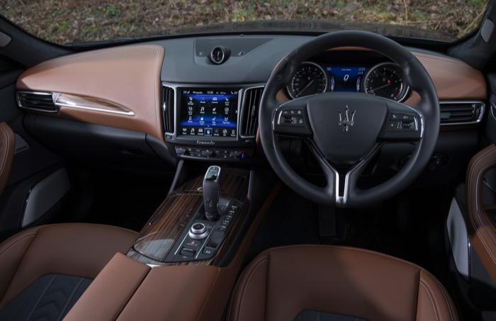 Maserati_Levante_S_GranLusso_-_M800_LEV_-_Blu_Nobile_(31).jpg