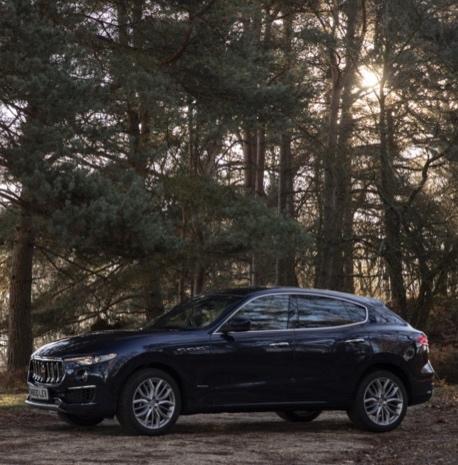 Maserati_Levante_S_GranLusso_-_M800_LEV_-_Blu_Nobile_%281%29.jpg