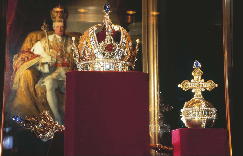 Imperial Palace - Crown of Emporor Rudolf II - courtesy Wien Tourismus + Lois Lammerhuber.jpg