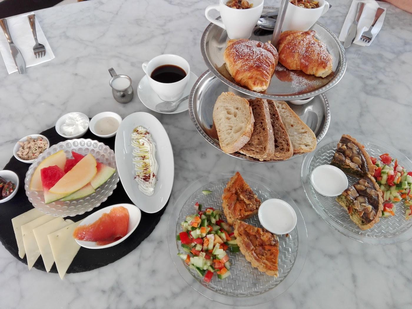 ISRAEL-Breakfast.jpg