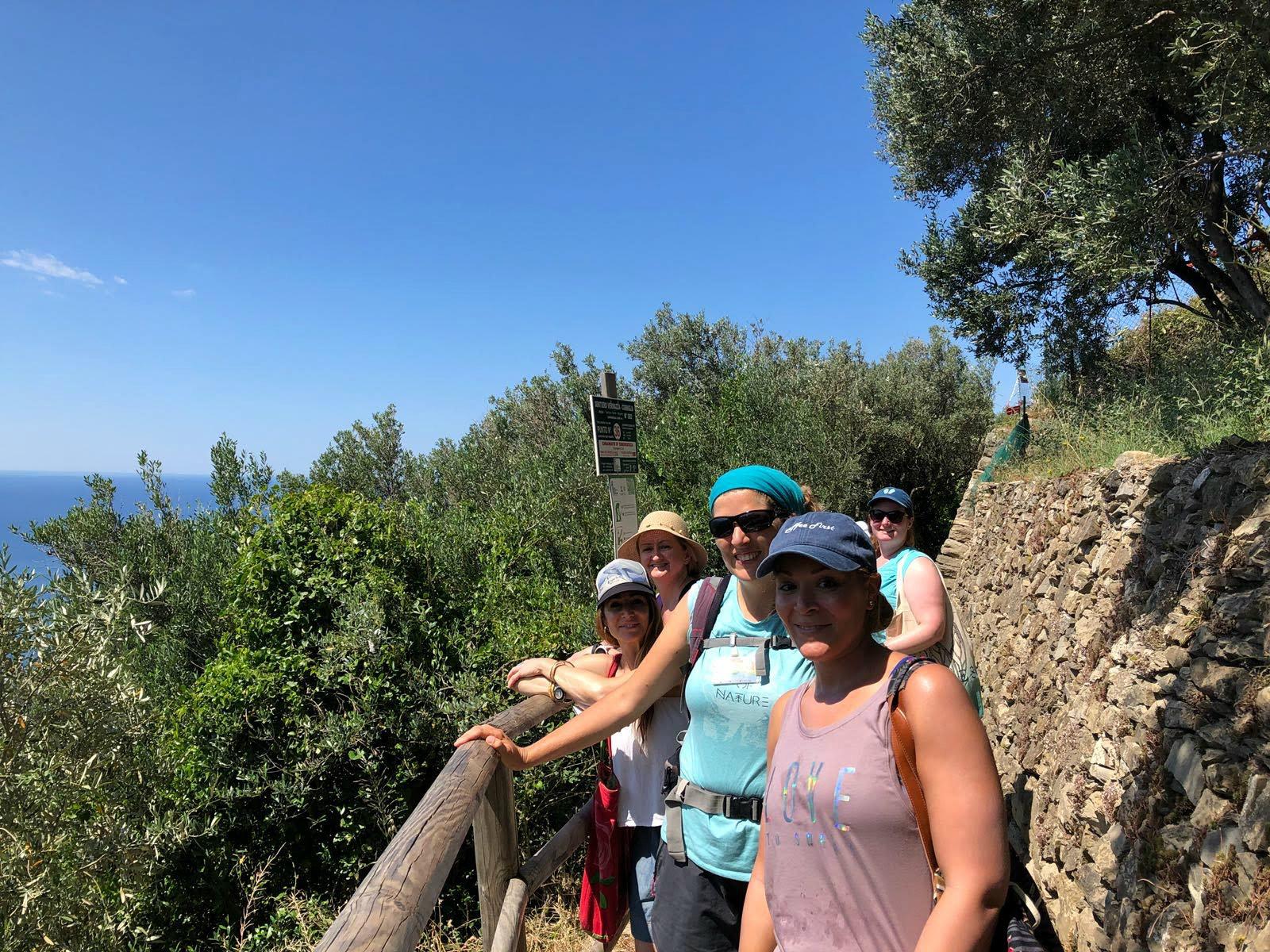 hiking-group.jpg
