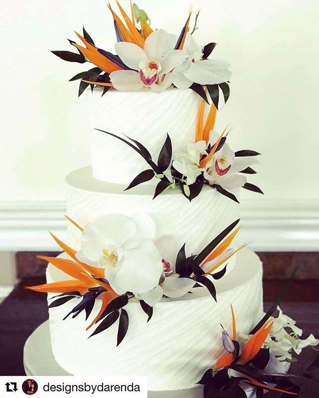 Hail to the queen of tropical flower designs @designsbydarenda . . Featuring our White Cymbidium variety #dannygreen and beautiful bird  of paradise #strelitzia — all flowers are proudly grown in Guatemala #thelandoftheeternalspring . .  #customerlove #tropicalwedding #tropicalnuveau #cymbidiumcouture