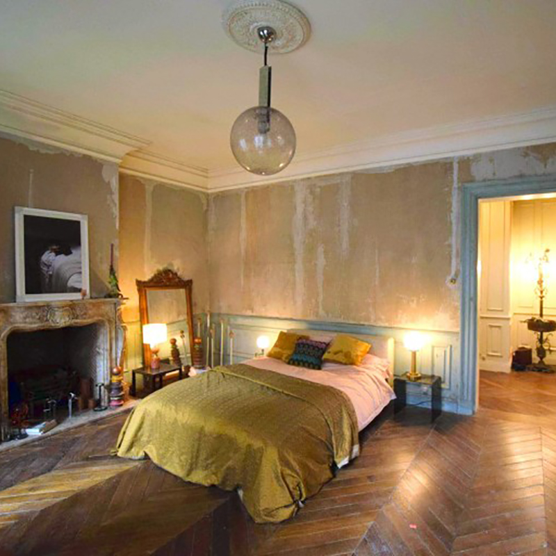 Killing-Eve-Villanelles-Paris-Apartment-bedroom.jpg