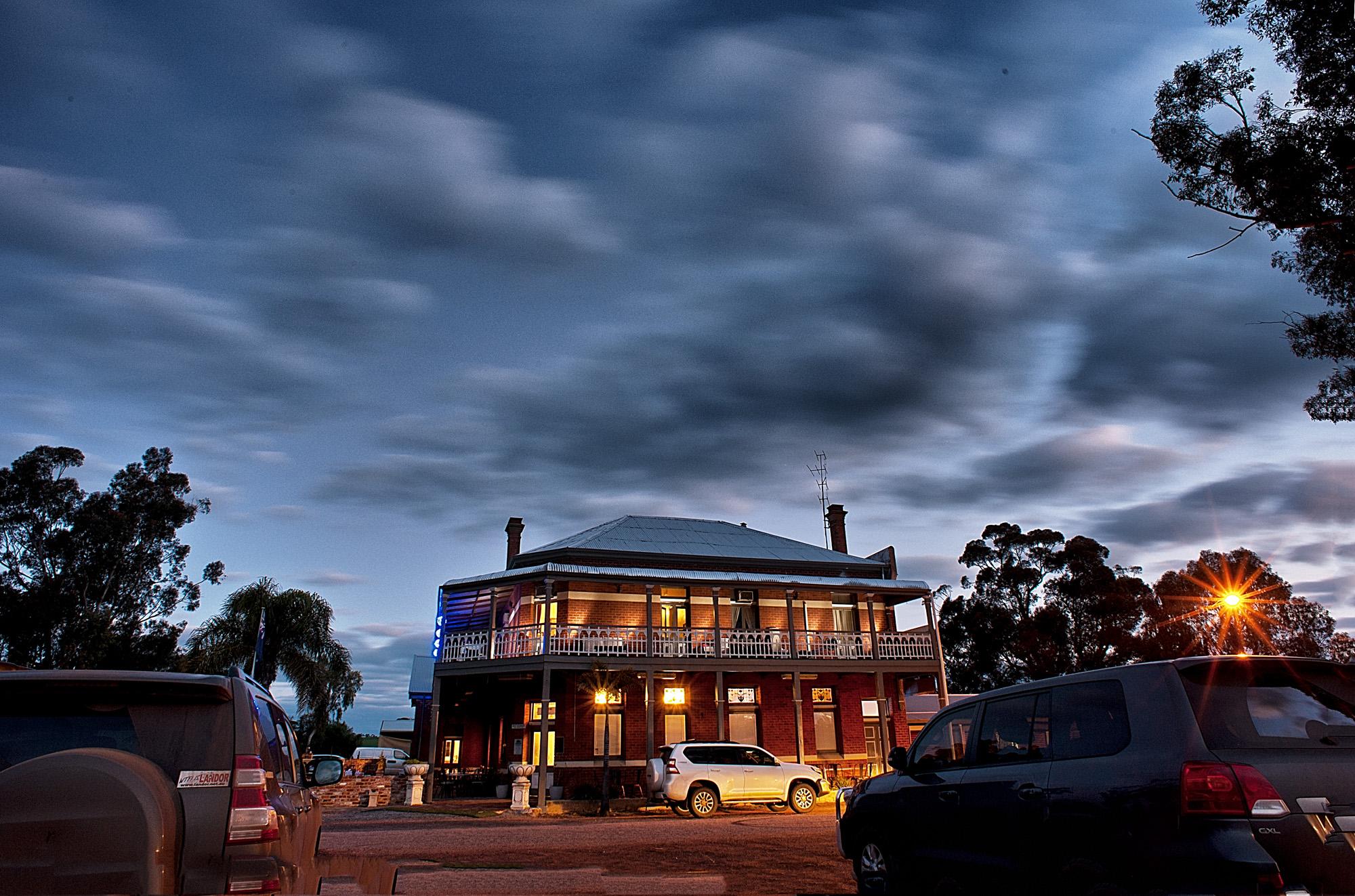 night time shot of the pub - brilliant.jpg