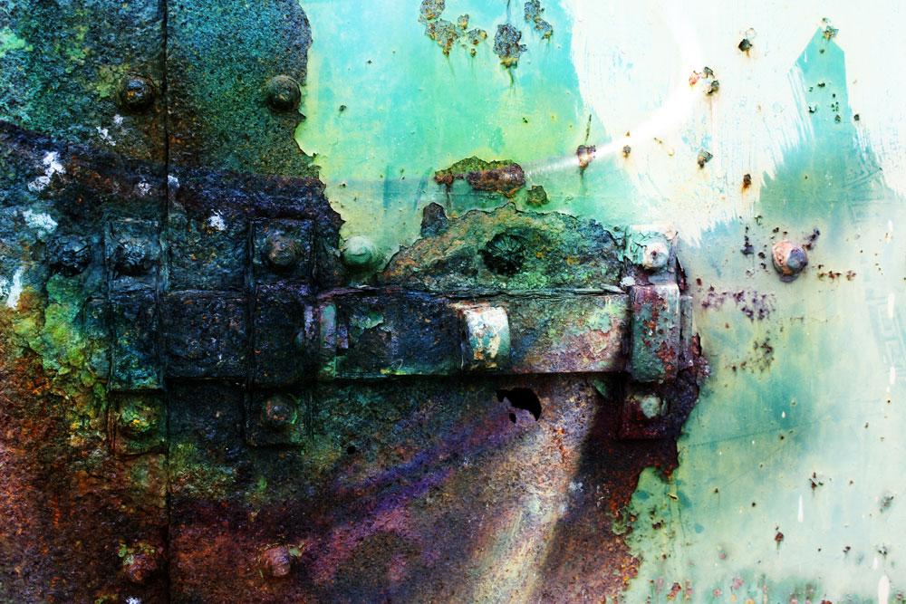 Door-latch-rust-rainbow_web.jpg