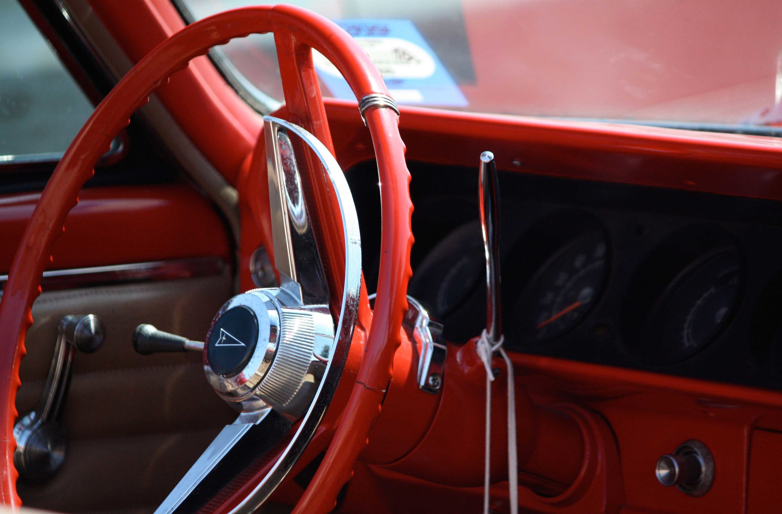 92_Red-Steering-Wheel_rgb_opt_web.jpg