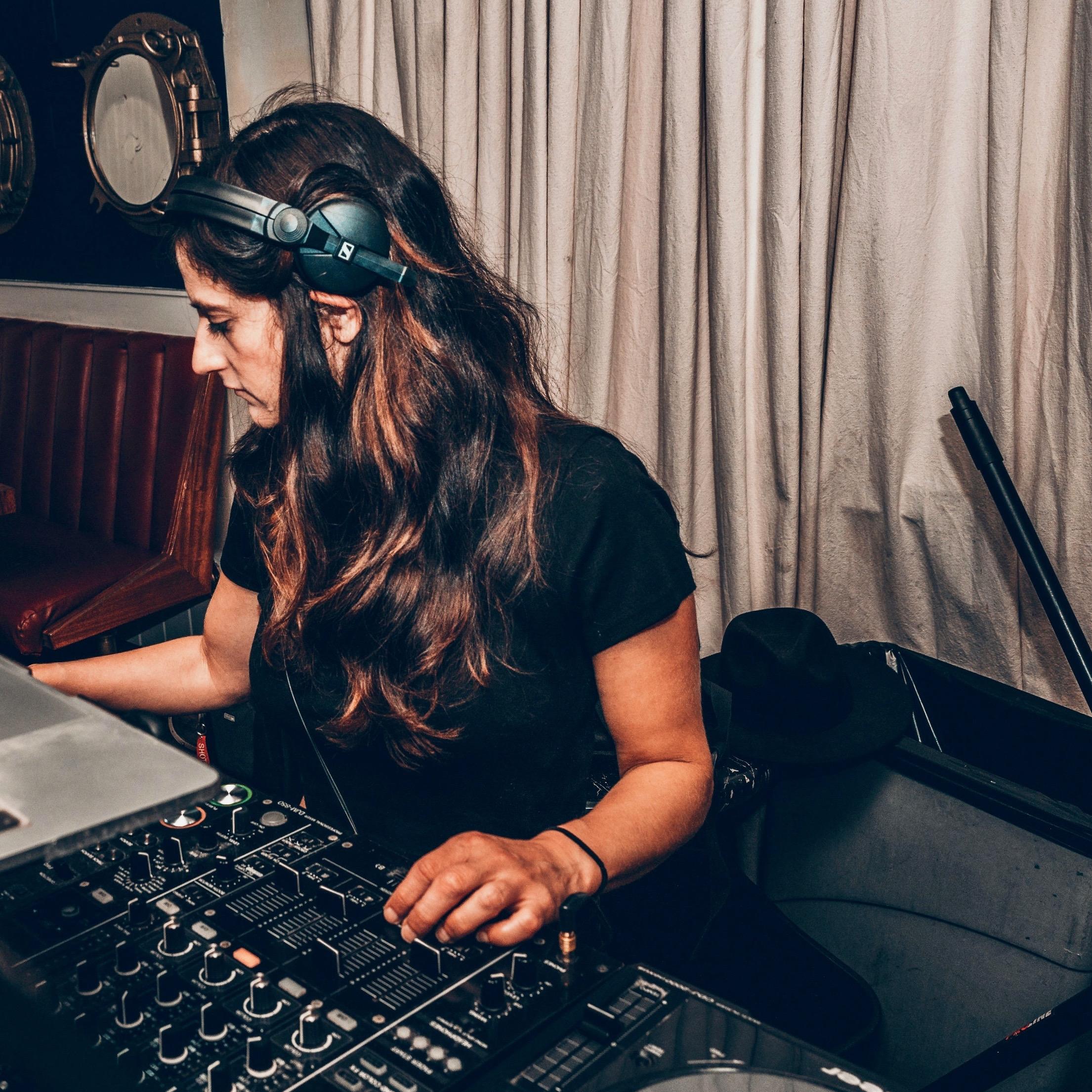 DJ Annalyze.jpg