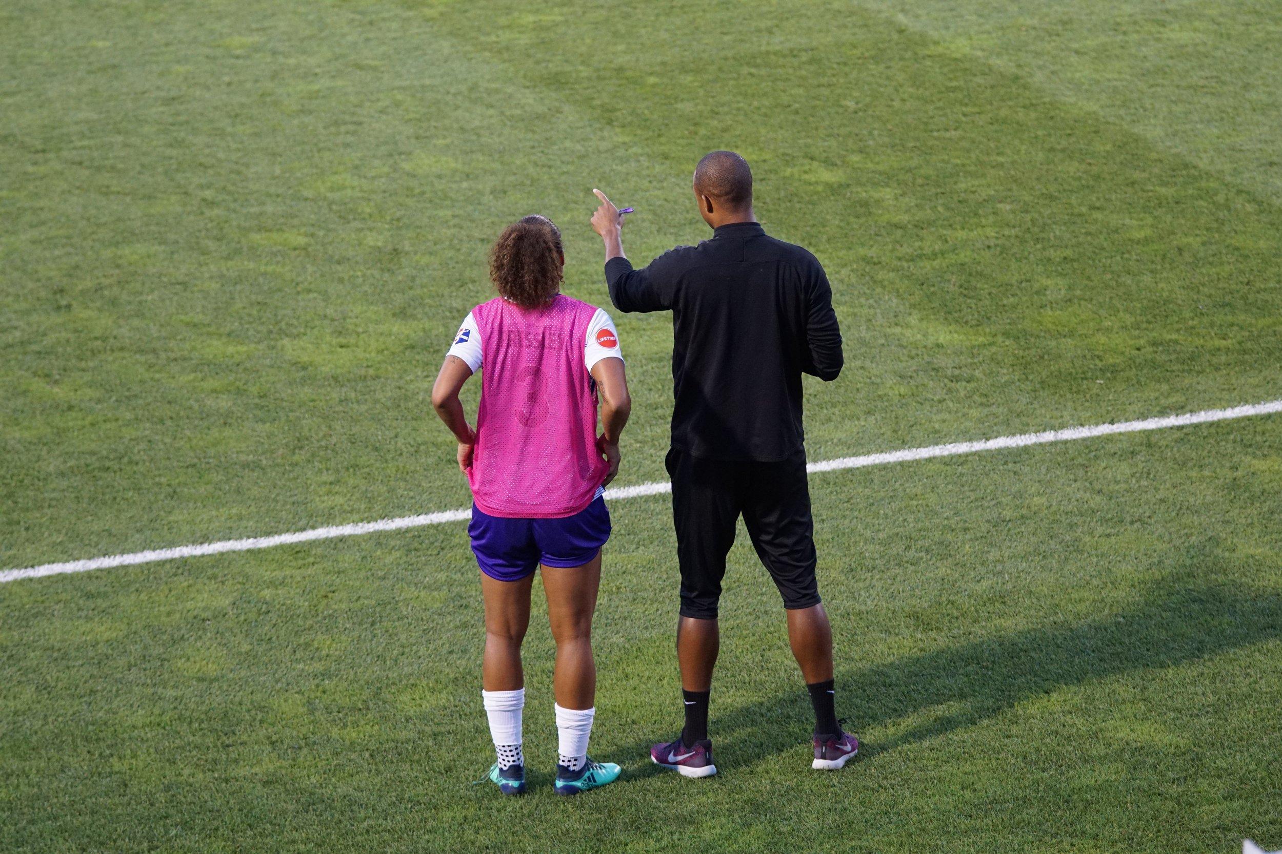 gonggang-coaching-coach-on-field.jpg