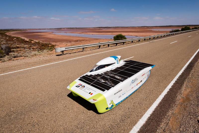 TECH   Rijden we in de toekomst met auto's met zonnepanelen?   B  elgisch team eindigt derde