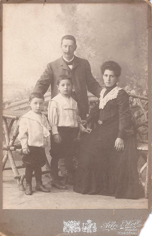 Regine und Jakob Picard mit ihren beiden erstgeborenen Söhnen Hermann und Leo