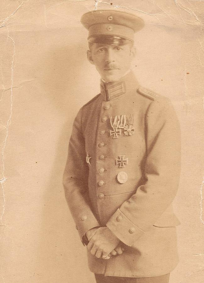 Nathan Wolf als hochdekorierter Frontoffizier im Ersten Weltkrieg, ca. 1917