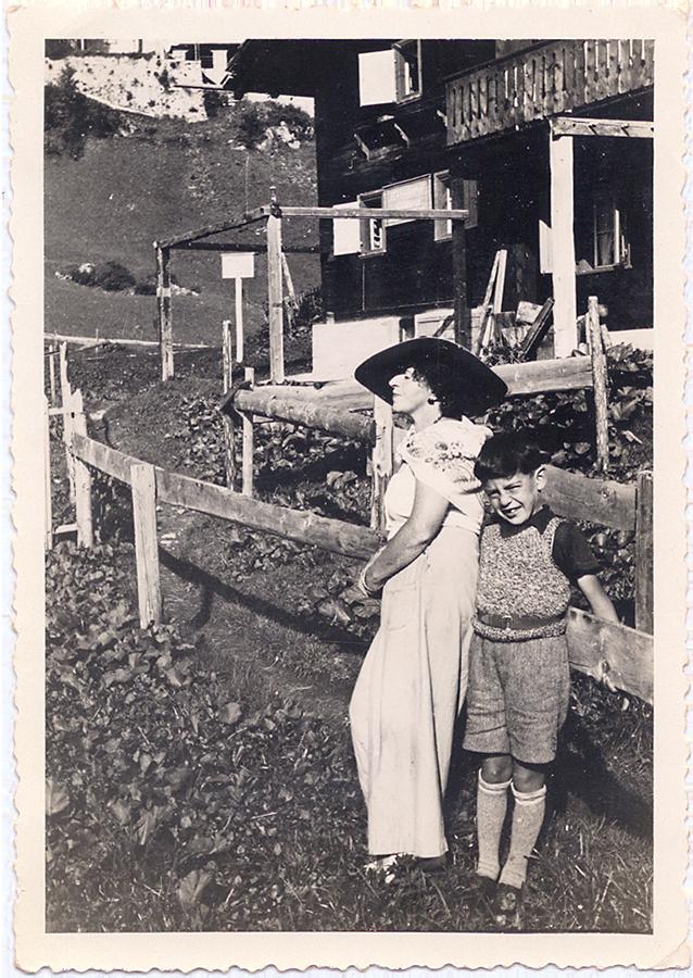 Mondäne Tante: Bertel Hartmann mit ihrem Neffen Gert in St. Moritz