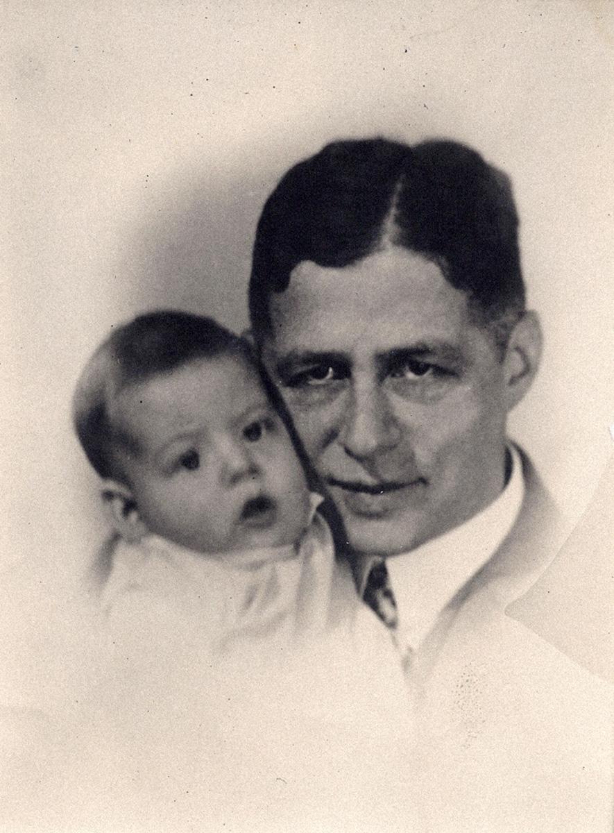 Nathan Wolf mit seinem Sohn Gert, ca. 1928