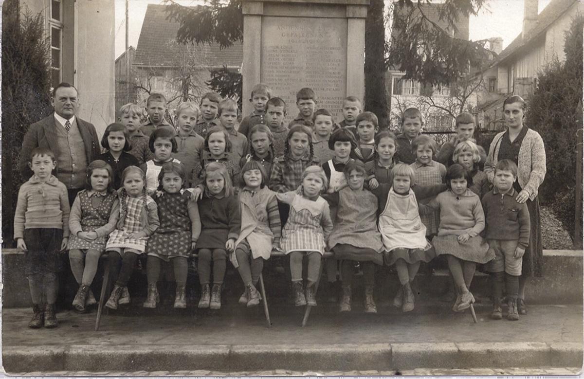 In der Wangener Schule, 1933. Hannelore Wolf steht in der 2. Reihe, 2. Kind von links