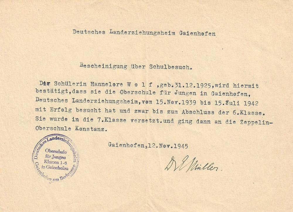 """Von November 1939 bis Sommer 1942 besucht sie das """"Deutsche Landerziehungsheim"""" in Gaienhofen.  Hier legt sie im Juli 1942 die Mittlere Reife ab."""