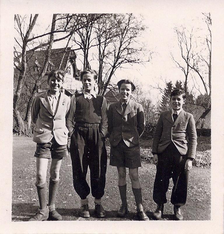 Gert Wolf mit seinen Klassenkameraden Jan Dix, Wilfried Hammacher und Nils Rath (von rechts)