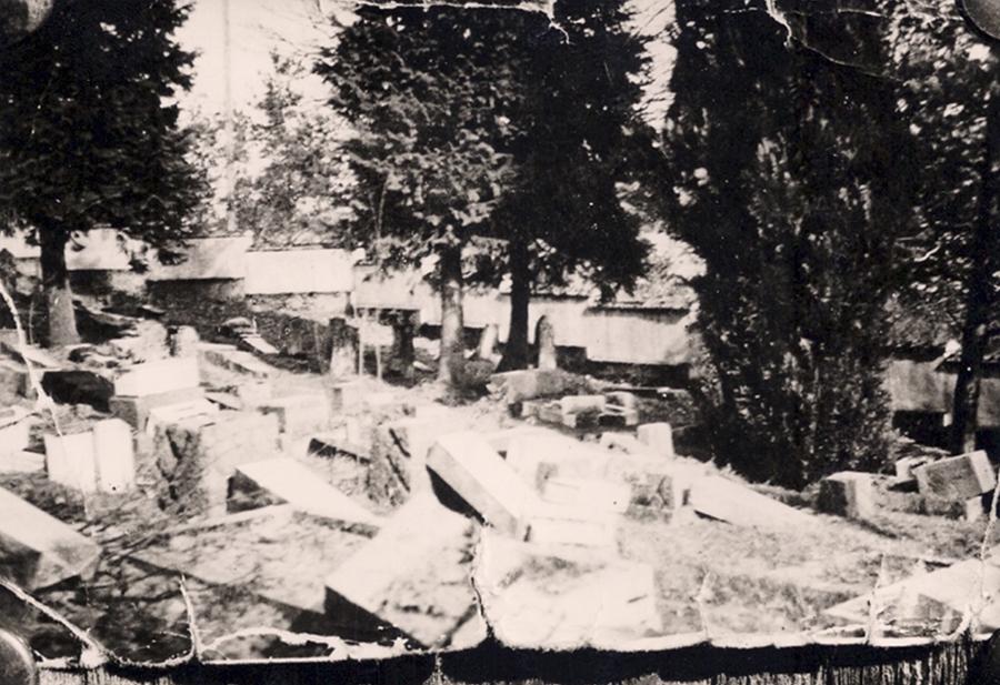 Geschändeter jüdischer Friedhof in Wangen, 1943, Aufnahme: Georg Tränkle