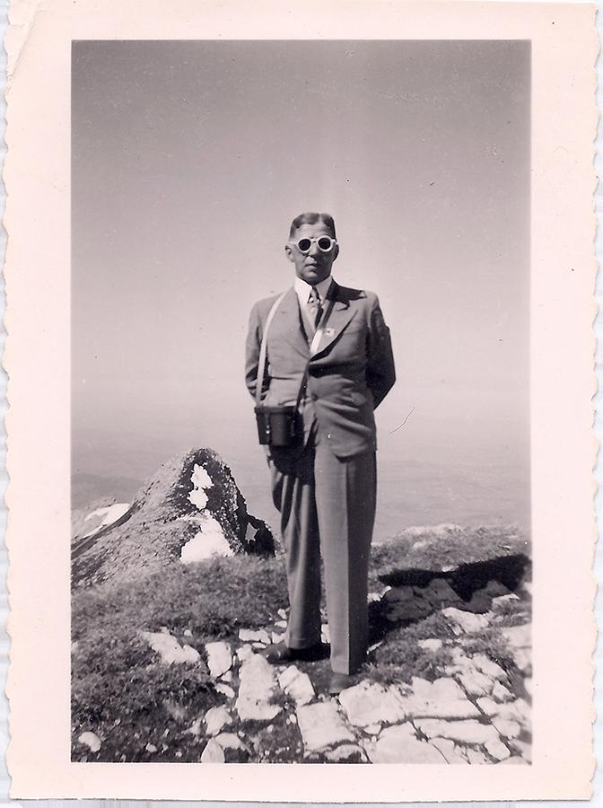 Nathan Wolf, allein im Exil, irgendwo in den Schweizer Bergen