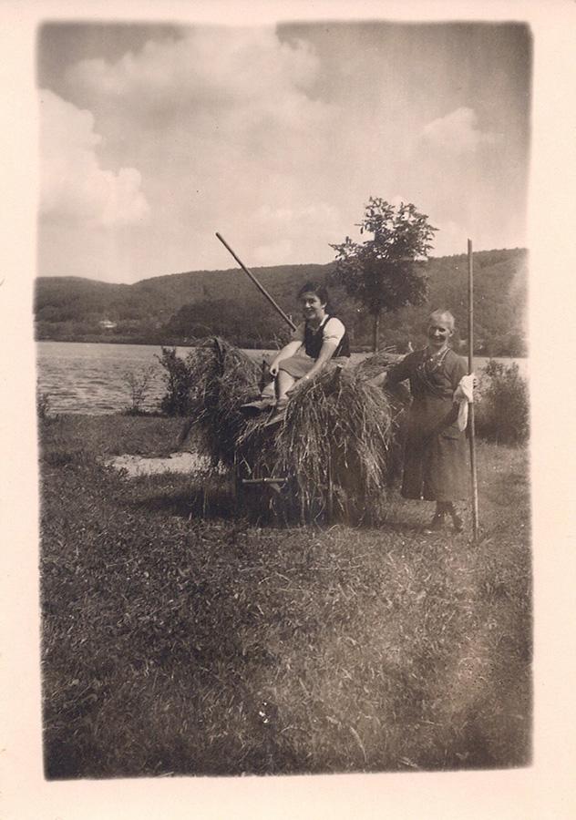Stefane Stöckle und Hannelore Wolf am Horn, ca. 1940