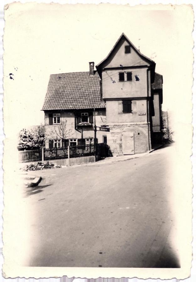 Das Haus der Familie Ruoff, vor und nach dem Bombenangriff