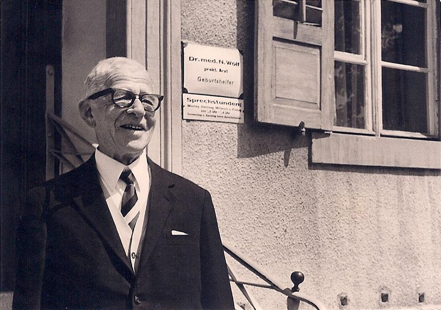 Nathan Wolf, praktischer Arzt und Geburtshelfer, Mai 1968