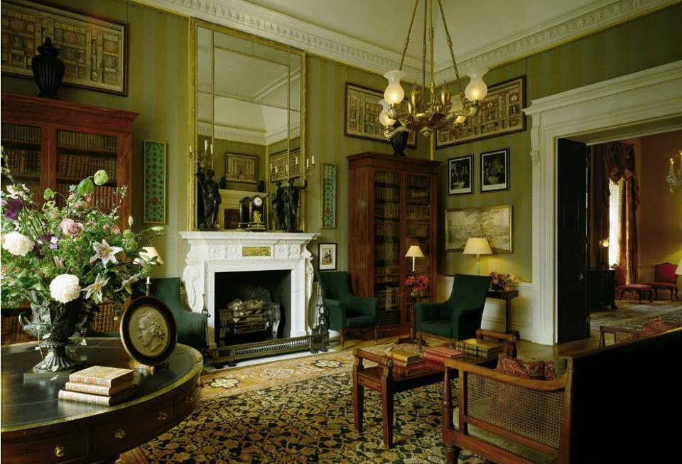 The library at Spencer House  ( image via Spencer House website as no photos are allowed anywhere inside the mansion ).
