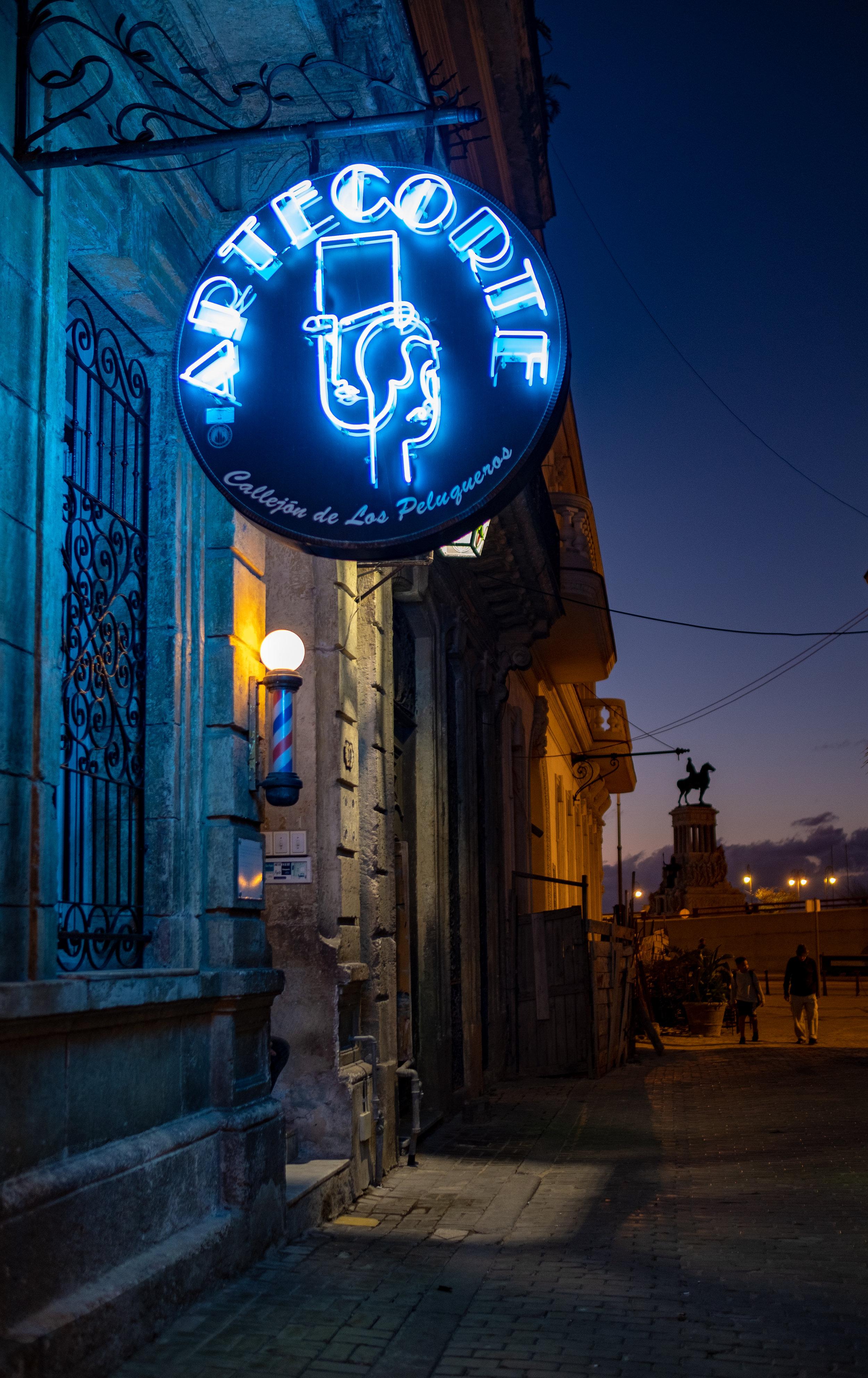 Arte Corte & Maximo Gomez, Old Havana Havana neon-7274.jpg