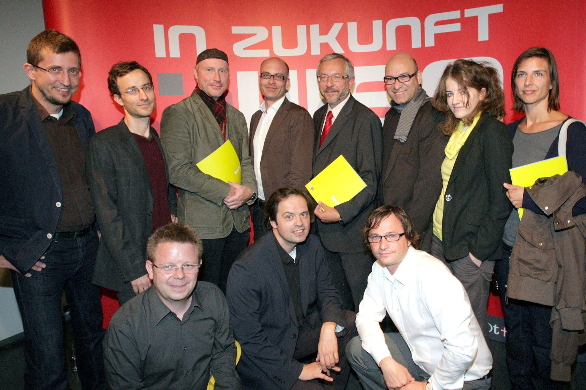 2010-09-06-str-schicker-und-prof-prix-eroeffnen-yo-v-a-3-im-project-space-karlsplatz2.jpg