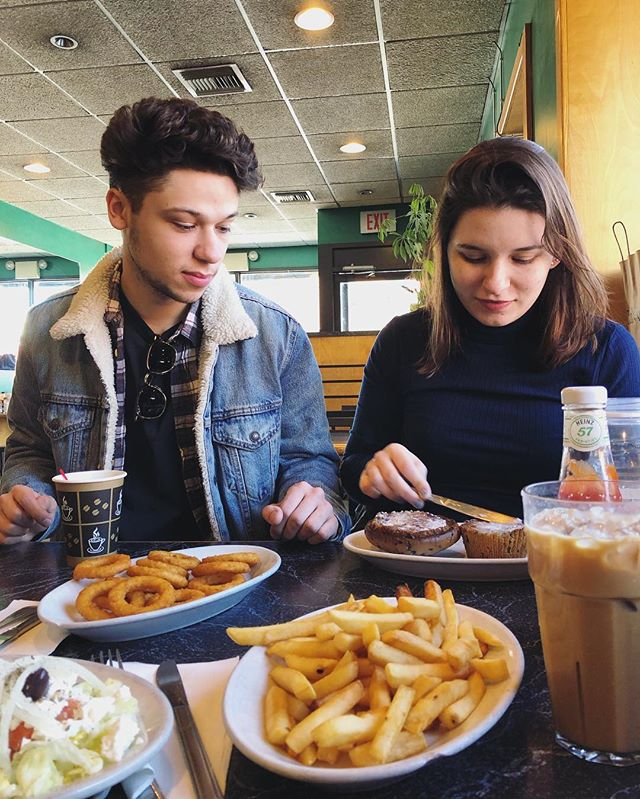 Can't wait to eat diner food with ya soon. Good luck today!!! 📸: @goldyeghoran