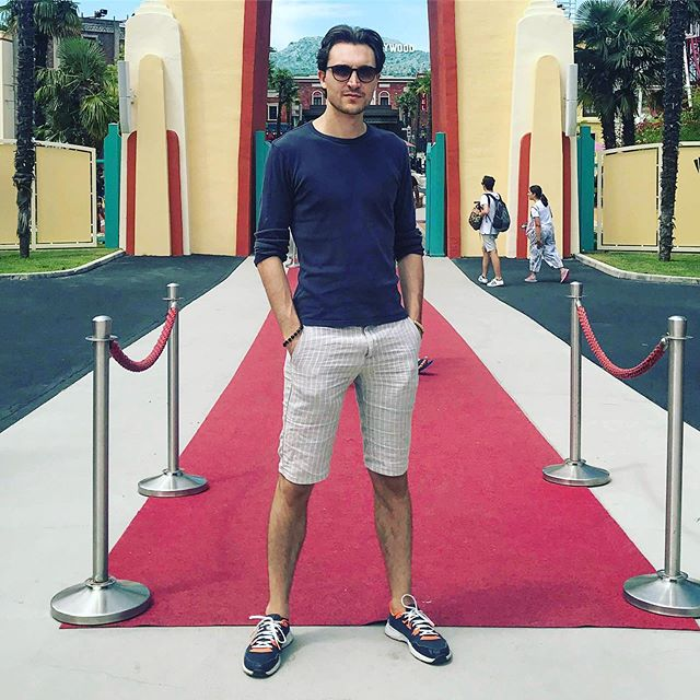 Mi preparo per il #redcarpet alla Biennale? 😜🎬😎!!! @tommasovivaldi #cinema #musicians #redcarpetdress #musicianslife #musicianstyle #saxophonist #models #boymodel #saxophone #musicvideo #videomaker #moviemaker #hollywood #italianstyles