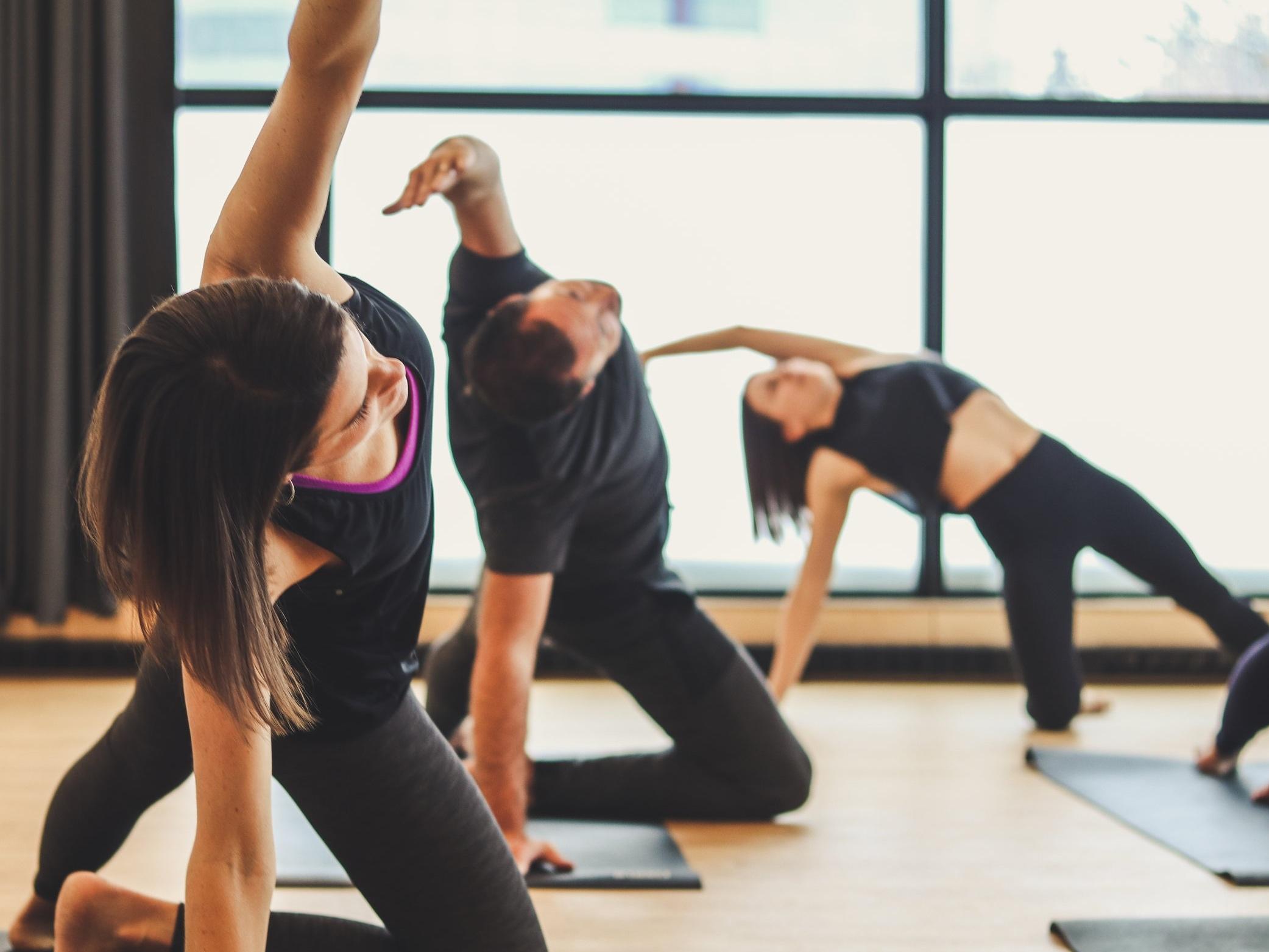 LA POSE - Cette pratique requiert un effort physique fort. Dans cette classe, nous allons bâtir une 'Peak Pose'. Tout au long de la classe, nous réchaufferons le corps avec des postures de yoga et calmeront l'esprit avec la respiration qui nous permettra de sortir de notre zone de confort et essayer quelque chose de nouveau.
