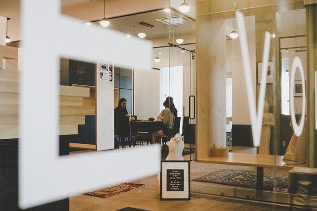 Les commencements ont des charmes inexprimable. —  Molière . Beginnings have inexpressible charm. — Molière . #newbeginnings #thelotusjourney #commencements #charm #startuplife #ownyourjourney #coworking #cotravail #professionels #sante #bientetre #clinique #team #growth #joinus #iledesseours #verdun #ids #mtl . @btcproduction