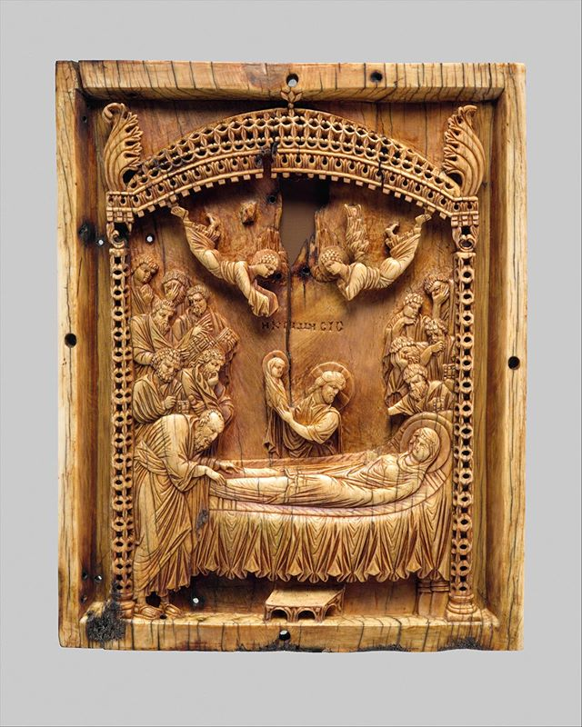 Icon with the Koimesis, ivory, Byzantine, late 900s. The Metropolitan Museum of Art, New York. #sacredarts #sacredsculpture #ivorycarvings #byzantine #byzantineicon #dormition #assumption #κοίμησητηςθεοτόκου