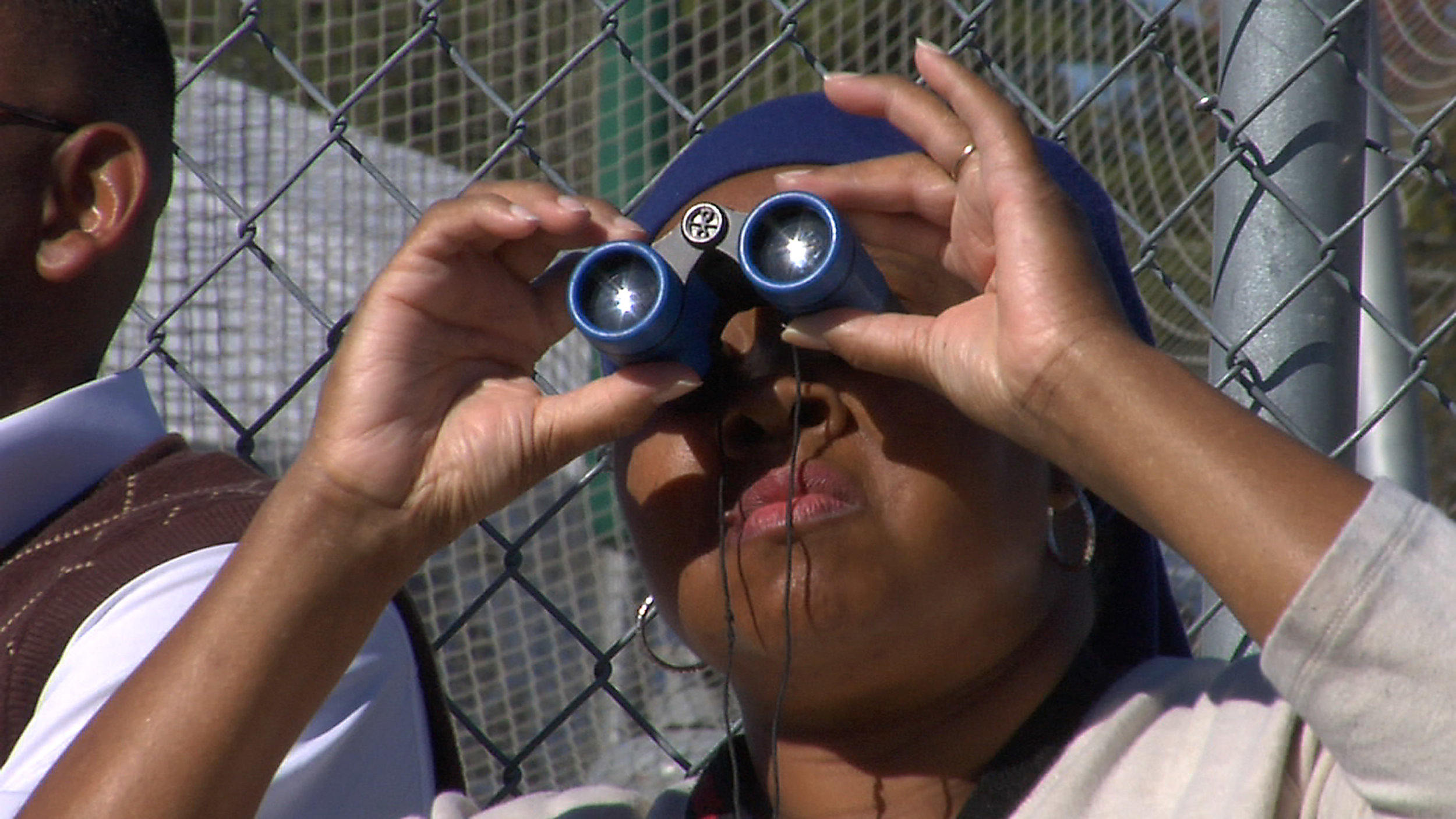 Binocular-Lady-Master.jpg