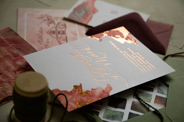 I'll never get over the copper foil on this watercolor suite for @thebigfakewedding 🍂 There's little I love more than handmade details, and there are enough of them here to make me all fluttery. . I never know how transparent to be here on Instagram, but it feels important to me to be authentic. I'm struggling as an artist, as a mom, as a wife, as a friend. It's hard for me to post here regularly when every caption I draft feels so insincere. I'm living in a weird tension right now, and I so appreciate each one of you who is sticking with me through it.