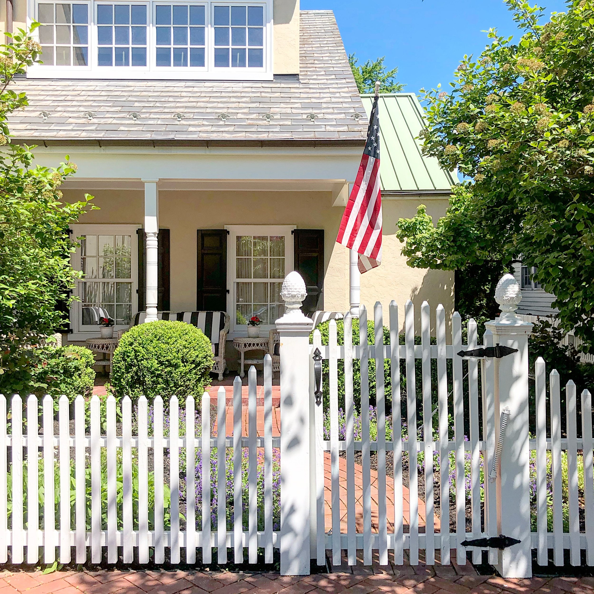 historic-downtown-bethlehem-house-picket-fence.JPG