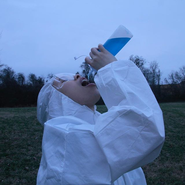 Water break! . . . Stay hydrated 🎥@gallinaportfolio . . . #nashvillesongwriter #creativedirection #vinyllovers #headshotsonly #singersbelike #groovy #soulsinger #gottheblues #blueperiod #stillshot #fineartphoto