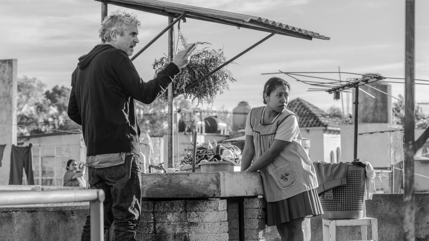 Alfonso Cuarón directs Yalitza Aparicio in  Roma  | Netflix