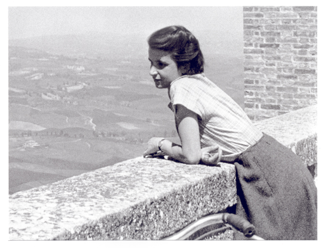 Rosalind Franklin on holiday in Tuscany, Italy during the Spring of 1950.