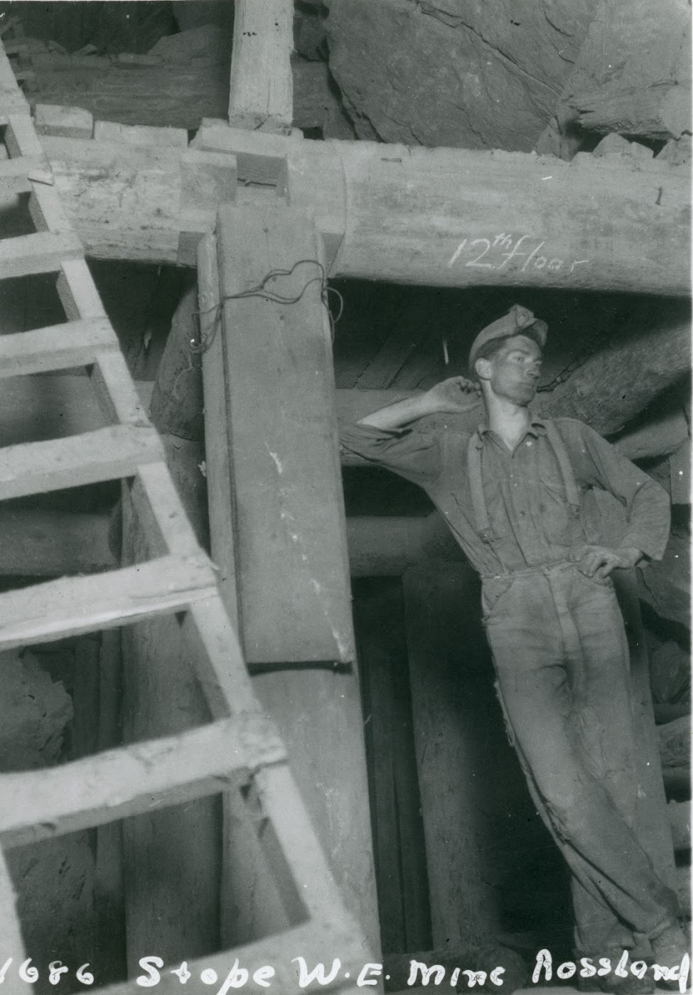 Photo 2304.0134: Miner in the LeRoi Mine, at stope #1686.