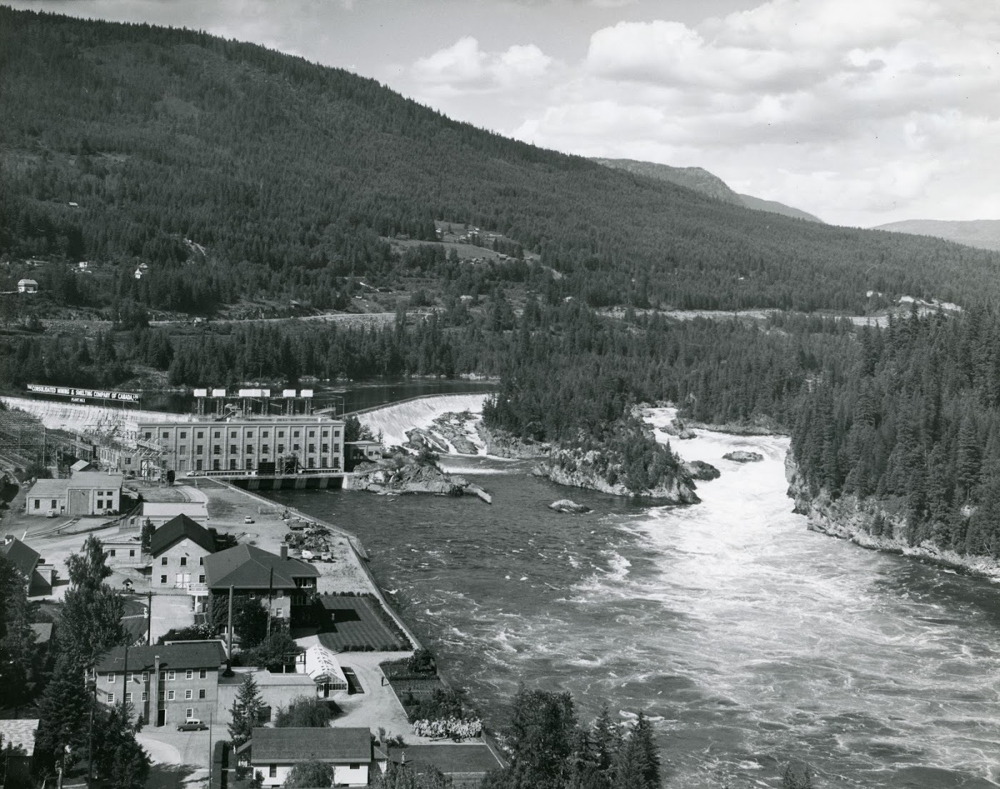 1928:Plant No. 3 is Built - Keeping up with greater electrolytic zinc operations at CM&S, a third dam, named the South Slocan Dam, is built.Photo 2320.0039: The South Slocan Dam during its operation. Date unknown.